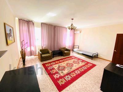 2-комнатная квартира, 60 м², 2/9 этаж посуточно, Привокзальный-3А 14 за 8 000 〒 в Атырау, Привокзальный-3А — фото 4