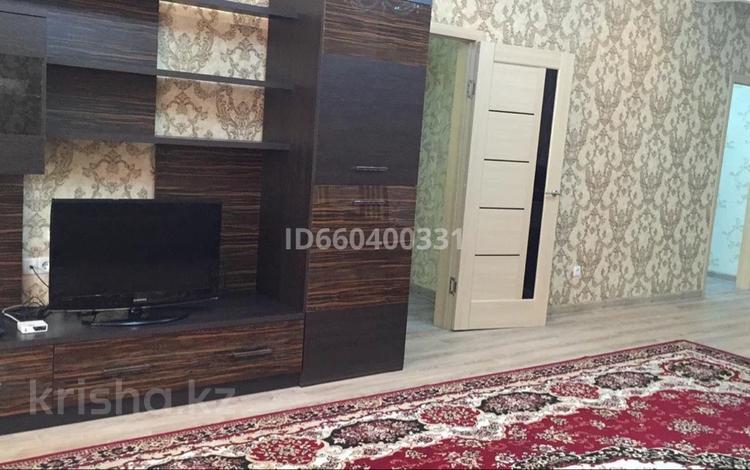 2-комнатная квартира, 100 м², 4/8 этаж помесячно, Ауезова за 200 000 〒 в