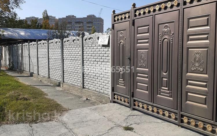 4-комнатный дом, 74 м², 8.74 сот., Абая 16 — Фурманова за 28 млн 〒 в Таразе