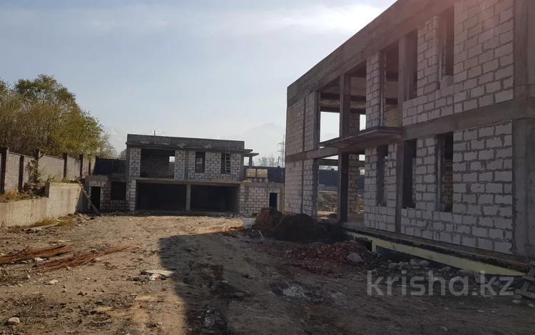 10-комнатный дом, 1200 м², 27 сот., Ясауи — Жандосова за 129 млн 〒 в Алматы, Наурызбайский р-н