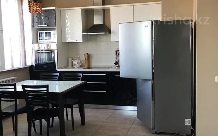 2-комнатная квартира, 80 м² на длительный срок, Калдаякова 79 за 300 000 〒 в Алматы