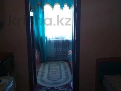 3-комнатная квартира, 49 м², 1/5 этаж, Толе би 8 за 4 млн 〒 в Таразе — фото 2
