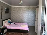 2-комнатная квартира, 52 м², 3/5 этаж, 6 мкр 52 за 5.6 млн 〒 в Лисаковске
