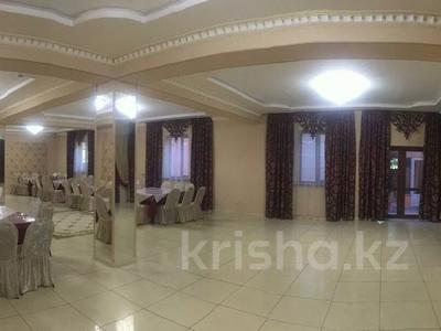 Комплекс:кафе с банкетными залами ,магазинами +жилой дом за 185 млн 〒 в Туздыбастау (Калинино)