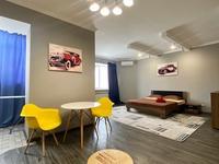 1-комнатная квартира, 52 м², 2 этаж посуточно, Мустафа Шокай 48 В за 15 000 〒 в Актобе