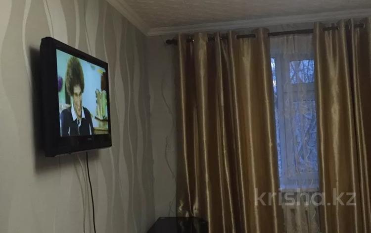 1-комнатная квартира, 35 м², 3/4 этаж посуточно, ул. Аибергенова 6 — По. Республики за 6 000 〒 в Шымкенте, Аль-Фарабийский р-н