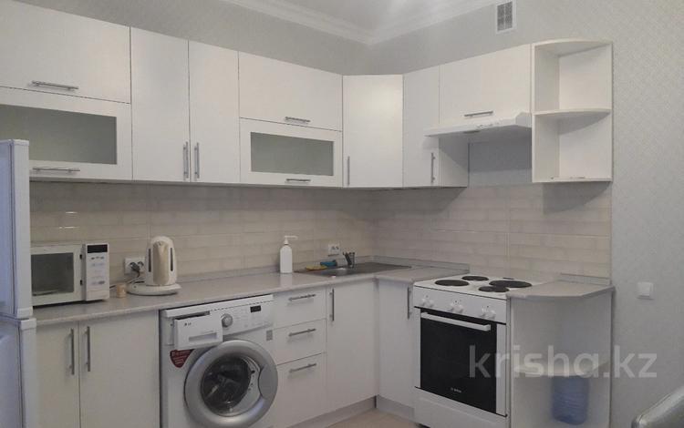 1-комнатная квартира, 45 м² помесячно, Туркестан 32 — проспект Улы Дала за 110 000 〒 в Нур-Султане (Астана), Есиль р-н