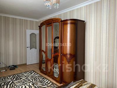 2-комнатная квартира, 73 м², 2/9 этаж помесячно, Омарова 13 за 140 000 〒 в Нур-Султане (Астана), Есиль р-н