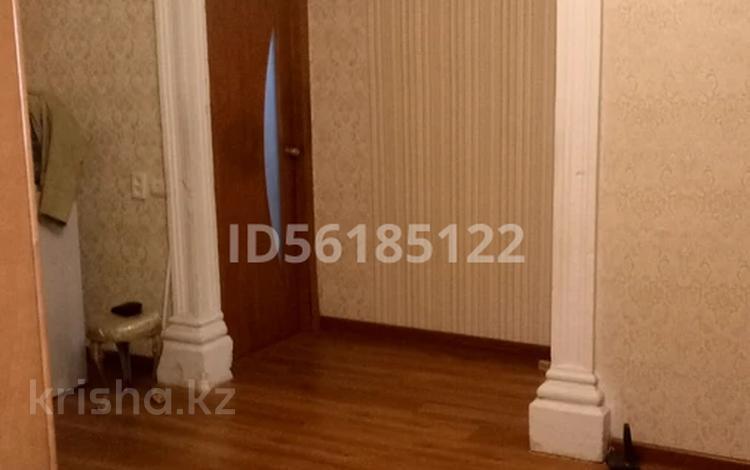 3-комнатная квартира, 58 м², 2/2 этаж, Есет батыра 96 96 за 7 млн 〒 в Актобе, мкр 5