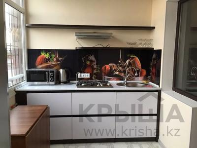 1-комнатная квартира, 50 м², 1/5 этаж посуточно, Каратал 43В за 15 000 〒 в Талдыкоргане — фото 4