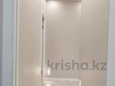 3-комнатная квартира, 100 м², 7/9 этаж помесячно, A33 6 — Шамши Калдаякова за 300 000 〒 в Нур-Султане (Астана), Алматы р-н — фото 24