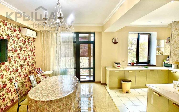 4-комнатная квартира, 209 м², 2/6 этаж, мкр Казахфильм, Мкр «Казахфильм» за 136.5 млн 〒 в Алматы, Бостандыкский р-н