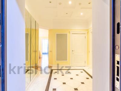 3-комнатная квартира, 110 м², 4/30 этаж посуточно, Аль-Фараби 21 за 40 000 〒 в Алматы