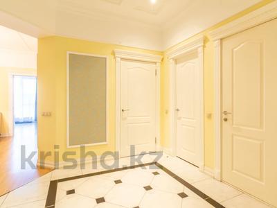 3-комнатная квартира, 110 м², 4/30 этаж посуточно, Аль-Фараби 21 за 40 000 〒 в Алматы — фото 2