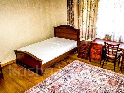 4-комнатная квартира, 260 м², 2/3 этаж на длительный срок, Горная 271 за 900 000 〒 в Алматы, Медеуский р-н