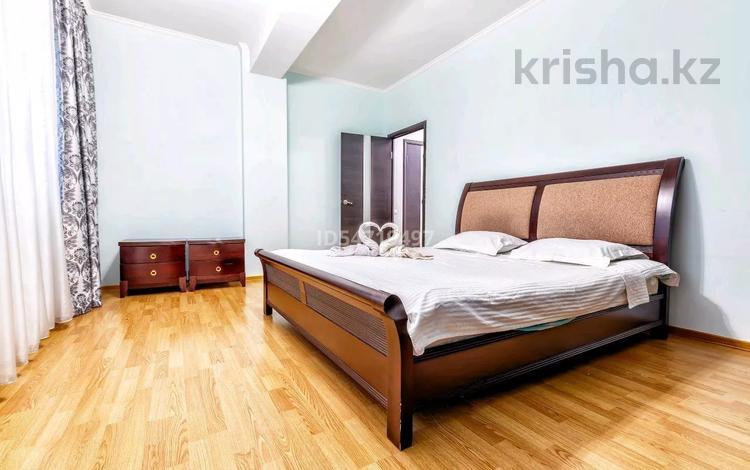 2-комнатная квартира, 78 м², 16/33 этаж посуточно, Достык 5 — Сауран за 10 000 〒 в Нур-Султане (Астана), Есиль р-н