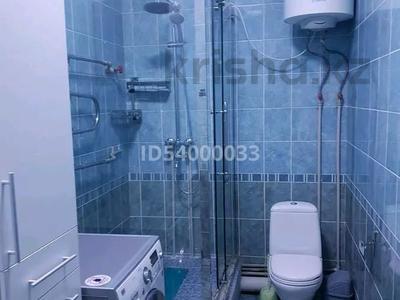 1-комнатная квартира, 52 м², 2/13 этаж посуточно, улица Тыныбаева 33 — Конаева за 11 000 〒 в Шымкенте, Аль-Фарабийский р-н