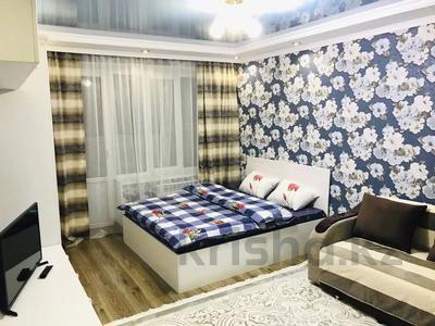 1-комнатная квартира, 35 м², 3/5 этаж посуточно, Желтоксан 78 — Жибек Жолы за 11 000 〒 в Алматы, Алмалинский р-н