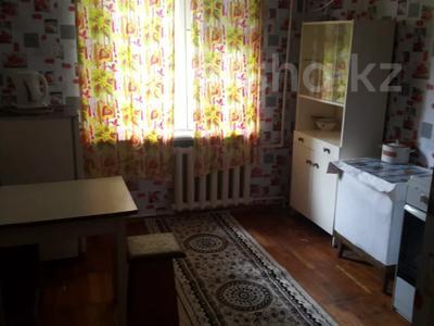 1-комнатная квартира, 35 м², 1/9 этаж помесячно, проспект Строителей 7 за 50 000 〒 в Караганде, Казыбек би р-н