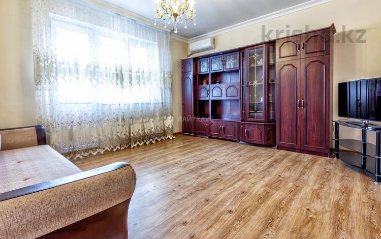 2-комнатная квартира, 60 м², 10/12 этаж помесячно, мкр Самал-2, Мкр Самал-2 78 за 250 000 〒 в Алматы, Медеуский р-н