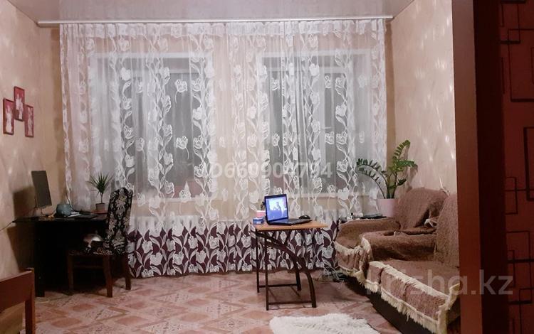 3-комнатная квартира, 69.5 м², Еламана Байгазиева 25 за 4.5 млн 〒 в Темиртау