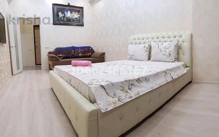1-комнатная квартира, 50 м², 6/10 этаж посуточно, Сарайшык 34 — Акмешит за 9 000 〒 в Нур-Султане (Астана)