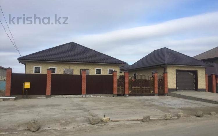 2-комнатный дом помесячно, 50 м², Микрорайон Лесхоз 2 за 120 000 〒 в Атырау
