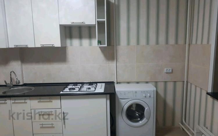 2-комнатная квартира, 42 м², 4/5 этаж помесячно, мкр Аксай-3А 62 за 100 000 〒 в Алматы, Ауэзовский р-н