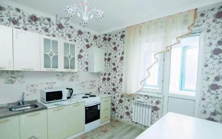 2-комнатная квартира, 65 м², 7/12 этаж посуточно, Сарайшык 34 за 10 000 〒 в Нур-Султане (Астана), Есиль р-н