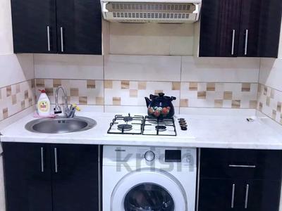 3-комнатная квартира, 70 м², 2/5 этаж посуточно, проспект Бауыржан Момышулы 9 — Республики за 12 000 〒 в Шымкенте