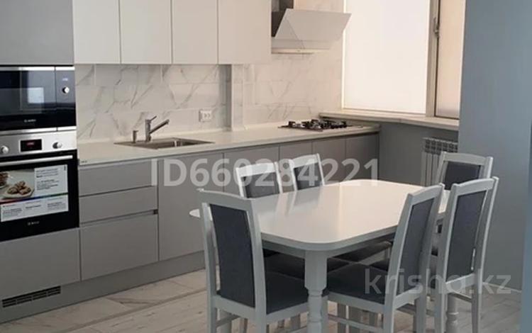 3-комнатная квартира, 99.8 м², 6/9 этаж помесячно, Сарыарка 40 за 400 000 〒 в Атырау