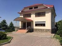 8-комнатный дом помесячно, 400 м², 10 сот.