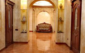 9-комнатный дом помесячно, 605 м², 13.5 сот., мкр Дубок-2, Мкр Дубок-2 за 850 000 〒 в Алматы, Ауэзовский р-н