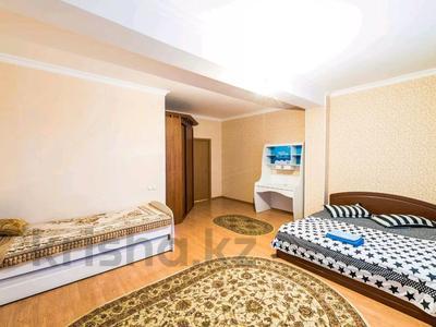 3-комнатная квартира, 130 м², 35/36 этаж посуточно, Достык 5 за 20 000 〒 в Нур-Султане (Астана), Есиль р-н — фото 2