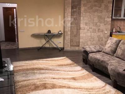 2-комнатная квартира, 75 м², 15/18 этаж посуточно, Курмангазы — Муканова за 13 000 〒 в Алматы, Алмалинский р-н