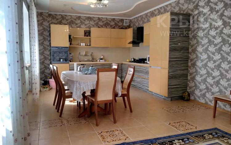 7-комнатный дом, 380 м², 15 сот., Марат Оспанова 77 за 80 млн 〒 в Актюбинской обл.