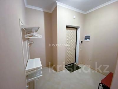2-комнатная квартира, 74 м², 6/7 этаж посуточно, Кабанбай батыра 60/3 за 15 000 〒 в Нур-Султане (Астана), Есиль р-н — фото 11