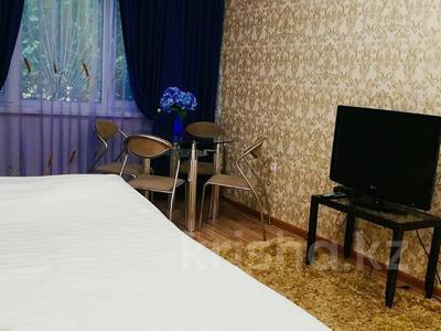 1-комнатная квартира, 40 м², 1/5 этаж посуточно, Республика за 7 000 〒 в Шымкенте