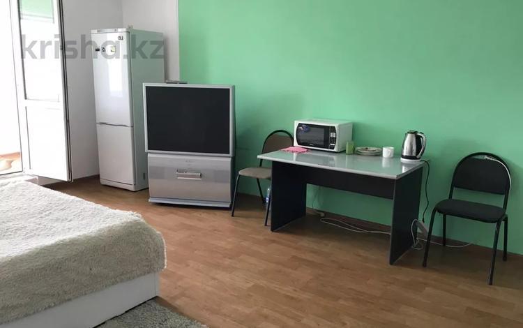 1-комнатная квартира, 45 м², 12 этаж помесячно, Мкр Самал-2 за 135 000 〒 в Алматы, Медеуский р-н