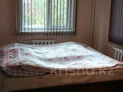 2-комнатная квартира, 45 м², 2/4 этаж помесячно, мкр №1 48 — Улугбека за 100 000 〒 в Алматы, Ауэзовский р-н — фото 5