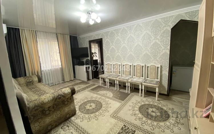 3-комнатная квартира, 53 м², 1/3 этаж, Некрасова 7 за 12 млн 〒 в Жезказгане
