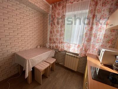 2-комнатная квартира, 59 м², 3/5 этаж посуточно, Кабанбай батыра 134 за 12 000 〒 в Усть-Каменогорске — фото 7