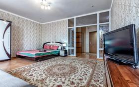 1-комнатная квартира, 65 м², 3/12 этаж посуточно, Достык 13 — Проспект Мангилик ел за 9 000 〒 в Нур-Султане (Астана), Есиль р-н