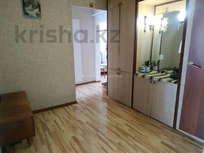 4-комнатная квартира, 80 м², 9/9 этаж, проспект Шахтёров 5 за 23.5 млн 〒 в Караганде, Казыбек би р-н