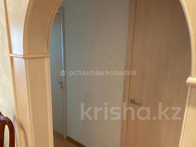 4-комнатная квартира, 90 м², 4/9 этаж, Гапеева 1 за 30.2 млн 〒 в Караганде, Казыбек би р-н