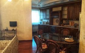 4-комнатная квартира, 150 м² на длительный срок, Кабанбай батыра 87 за 650 000 〒 в Алматы