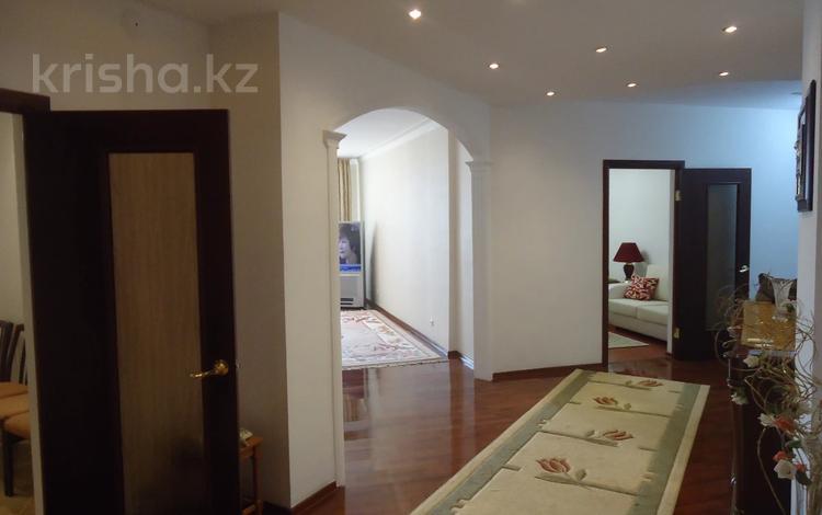 4-комнатная квартира, 175 м², 1/9 этаж помесячно, Тайманова 58 за 350 000 〒 в Атырау