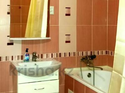 1-комнатная квартира, 39 м² по часам, Нажимеденова 10 — Тауелсиздык за 2 000 〒 в Нур-Султане (Астана) — фото 4