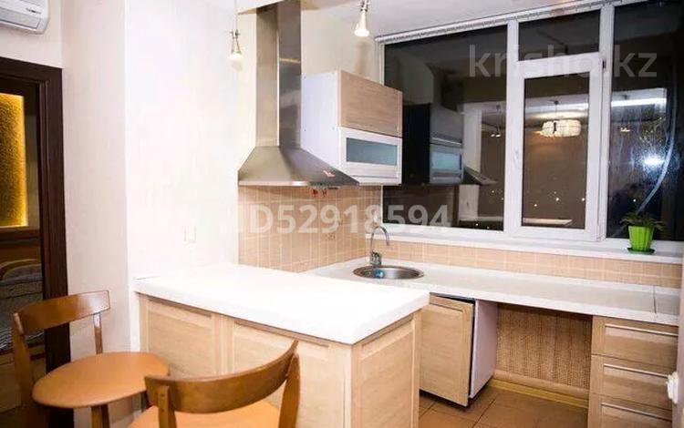 2-комнатная квартира, 55 м² посуточно, Кумисбекова — Сейфуллина за 10 000 〒 в Нур-Султане (Астана), Сарыарка р-н