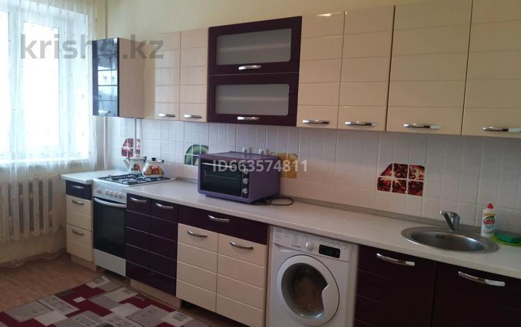 1-комнатная квартира, 70 м², 9/10 этаж посуточно, Нагашбай Шайкенова 37а за 8 000 〒 в Актобе, мкр 11